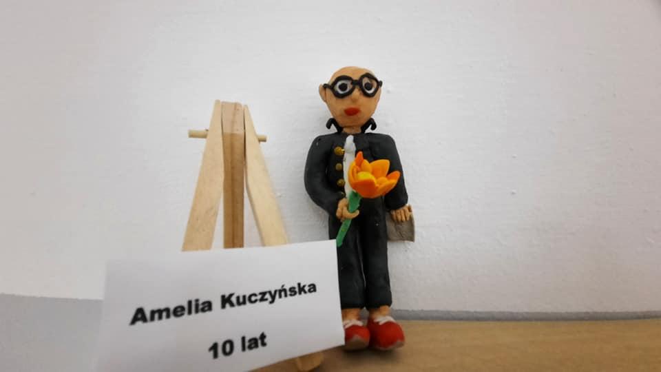 🎨 GALERIA BEZDOMNA DĘBICA 2020 – nasi uczniowie wraz z nauczycielem plastyki na wspólnej wystawie dzieł sztuki.