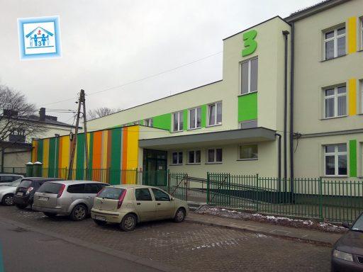 2019 r, - wejście boczne do szkoły